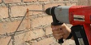Чем сверлить кирпичную стену